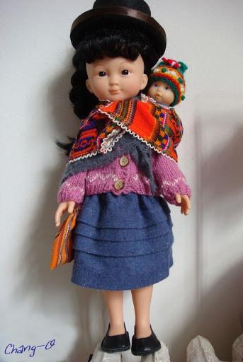 Poupée costume folklorique