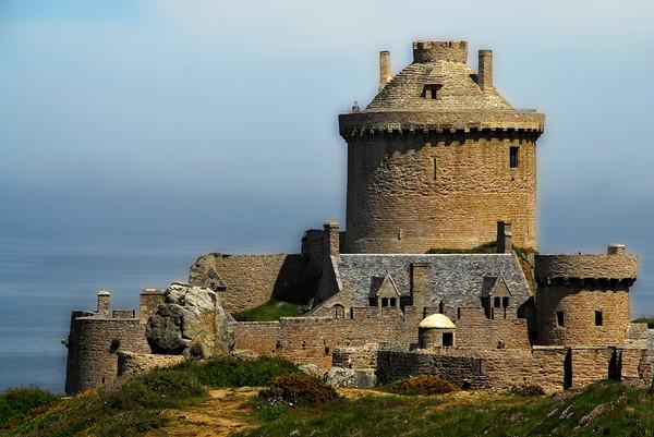 Chateau de Fort la latte 10b4e836