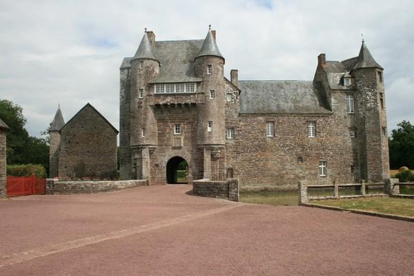 Le château - Forteresse de Trécesson 350d72a0