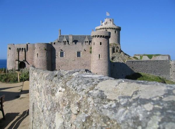 Chateau de Fort la latte F0d48334